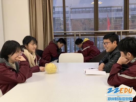 刘广科老师与导生们做考后分析