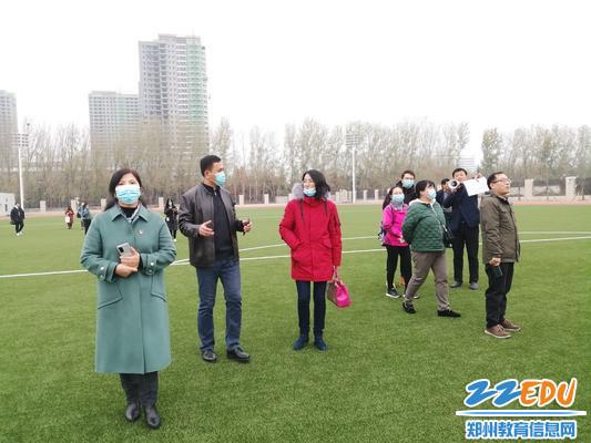 参观郑州市第四高级中学校园