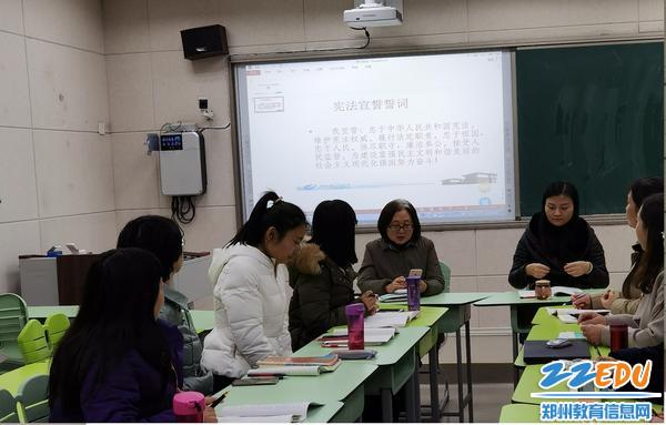 1王远荣副校长在语文组学习中讲话