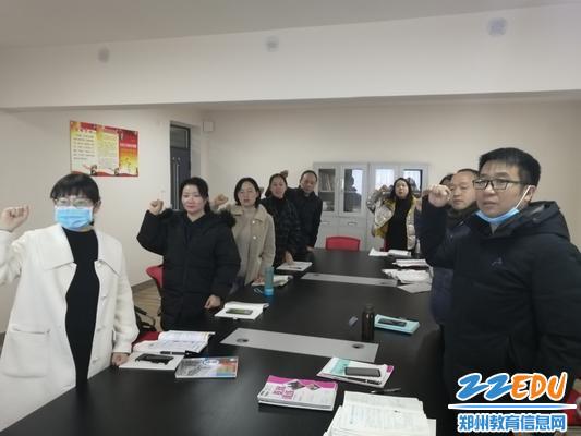 3政史地组重温宪法宣誓誓词