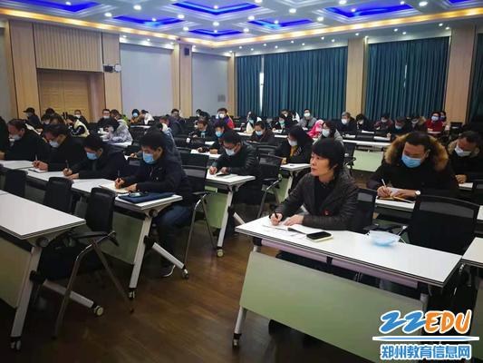24中广大师生认真聆听思政课