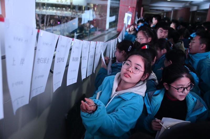 """趣味猜谜图片_酷炫的实验,好玩的猜谜,郑州101中学理科学科节让学子""""怦然 ..."""