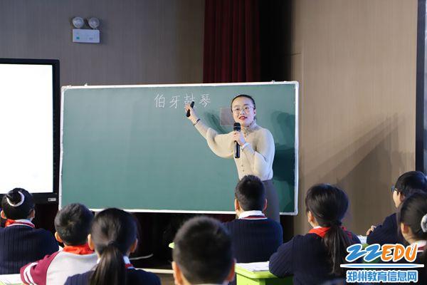 韩靓老师声情并茂授课