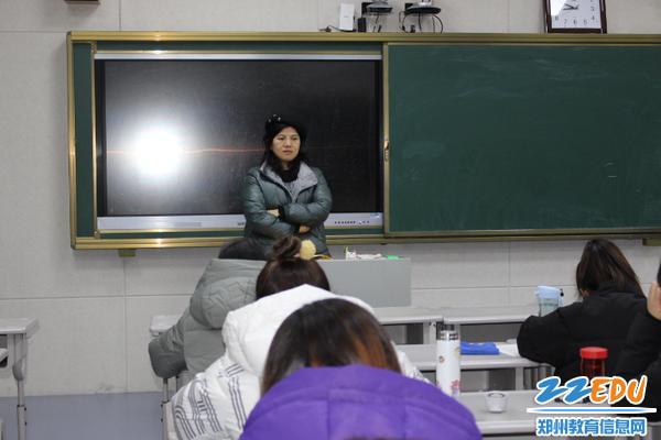 校长段亚萍监考中