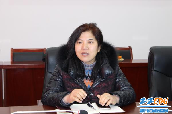 校长段亚萍表达对赵晶岩的感谢和敬意