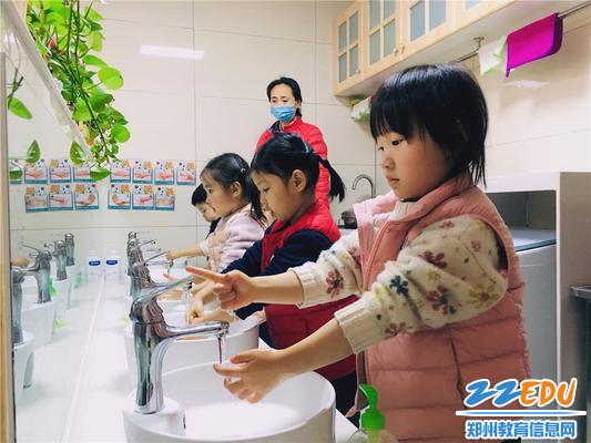 1.餐前幼儿科学规范地洗手