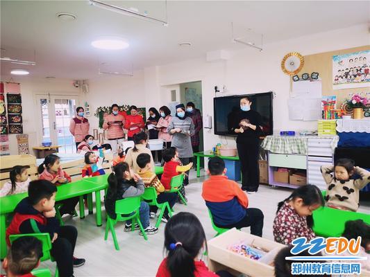 4.餐前教师介绍用餐礼仪