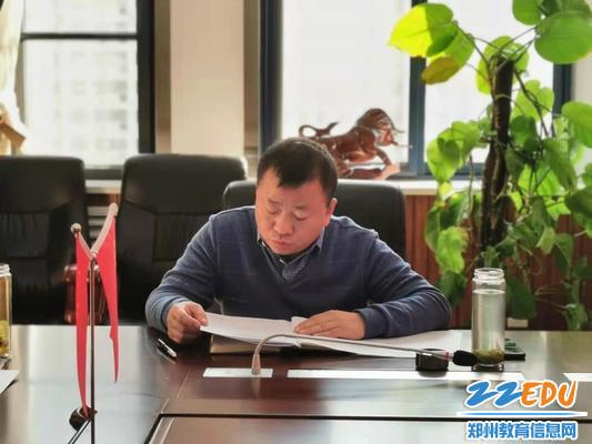 党委宣传委员、行政副校长郭鹏进行对照发言