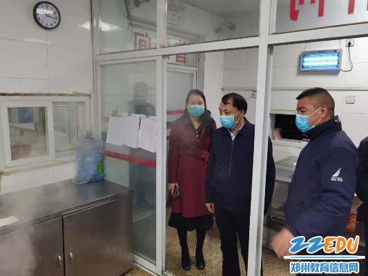 督查组一行检查郑州24中食堂