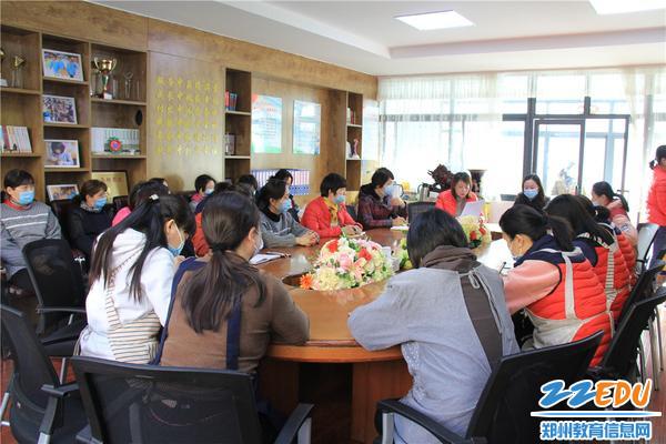1.郑州市实验幼儿园分批召开假期前安全教育暨疫情防控工作会