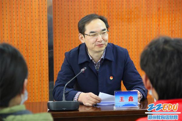 共青团市委副书记王鑫主持春节慰问座谈会