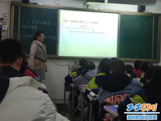 新进数学教师张利授课