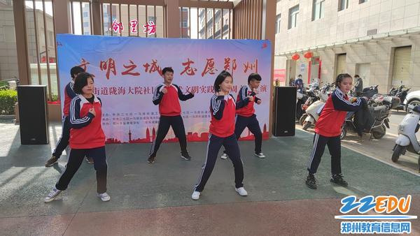 学生的街舞表演