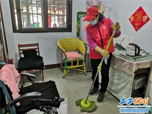5.志愿者打扫卫生