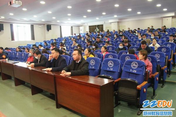 郑州市第三十一高级中学全体党员参加学习教育活动