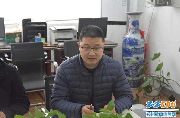 副校长孙青山跟英语组的老师们探讨英语学科的发展前景