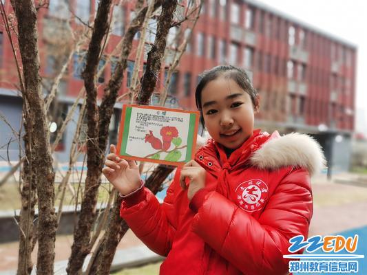 郑东新区中州大道小学学生制作标牌