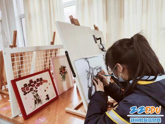 4指艺丹青社活动中_副本