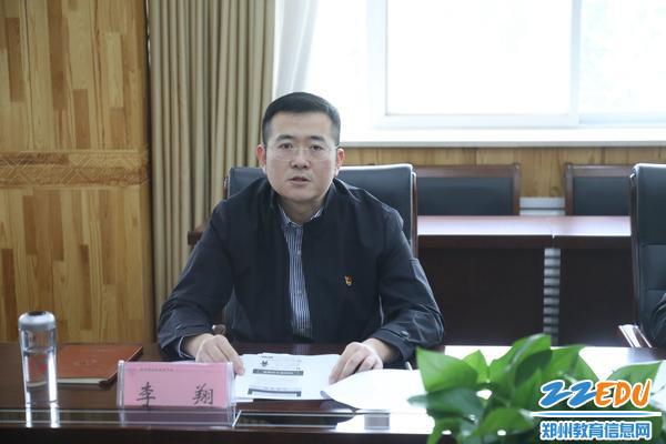 郑州市回民高级中学纪委书记李翔主持会议