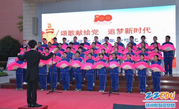 扇子舞出中国韵味