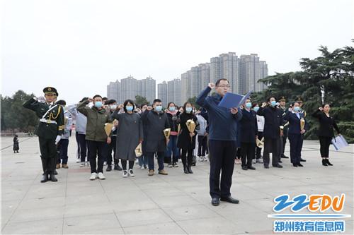 4.党员代表重温入党誓词