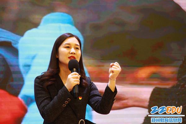 3郑州48中教师冯项冬深情朗诵打动全场