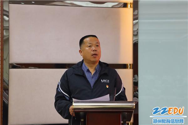 4李国喜校长宣布比赛成绩
