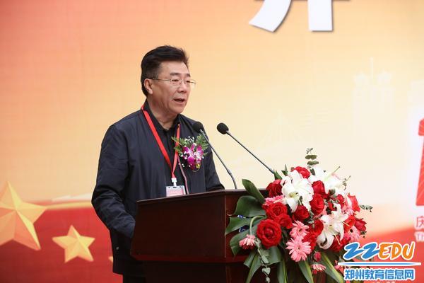 郑州市教育局二级调研员王克杰在讲话