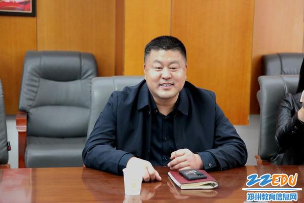 6.106高级中学党委书记、校长李明德介绍了学校的学校特色