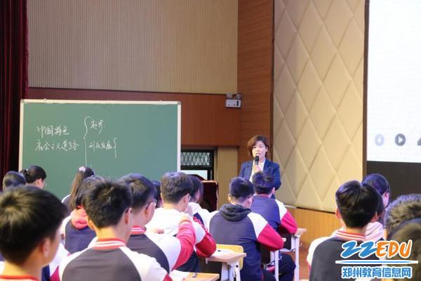 05田玉枝老师在上观摩课