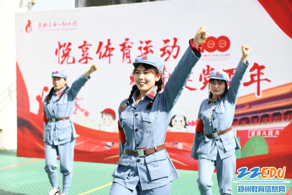 2.师幼舞蹈《歌唱祖国》