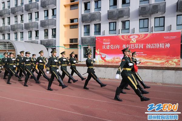 北京国旗卫队携手学校国旗卫队出旗