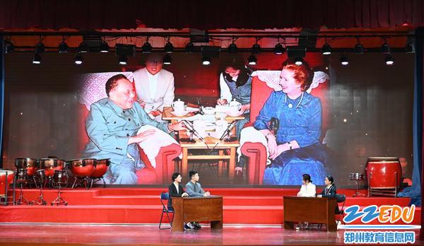 中英谈判签署《中英香港联合声明》