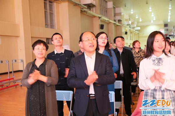 8领导班子齐唱《没有共产党就没有新中国》2