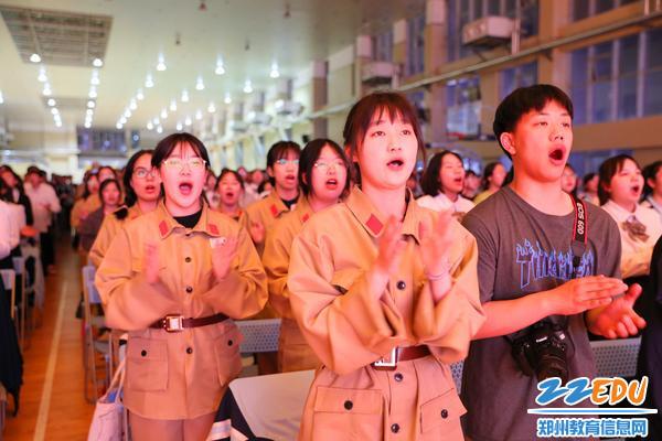 9学生气齐唱《没有共产党就没有新中国》3
