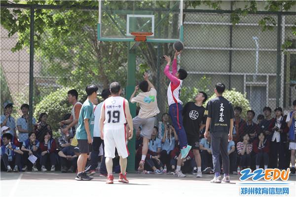 16师生篮球赛