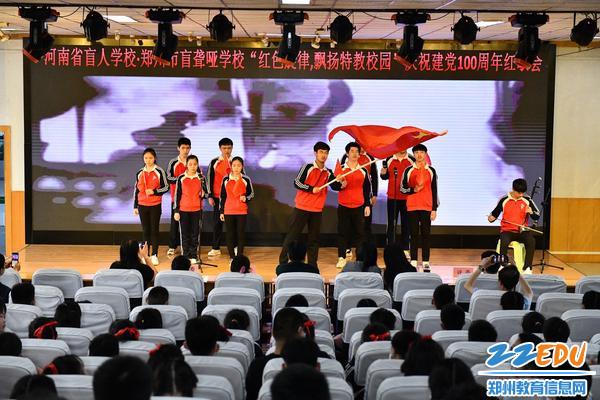 盲九年级带来歌曲《我爱你中国》
