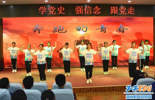7.学生带来的舞蹈表达对青春的讴歌