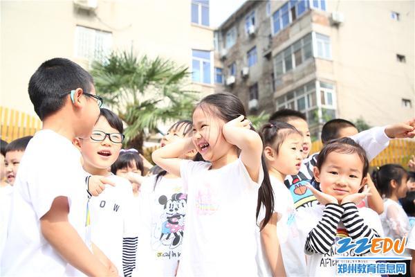 9与同伴交流小学和幼儿园的不同