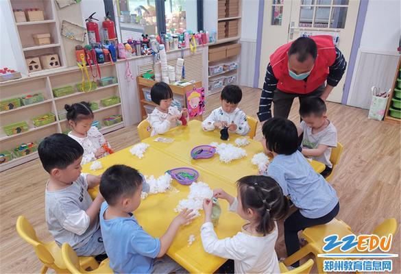 8家长带来有趣的手工制作活动