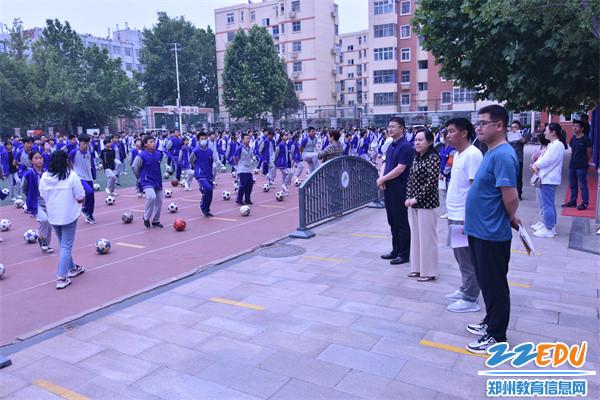 4朱阳关镇初级中学领导观摩学生大课间活动