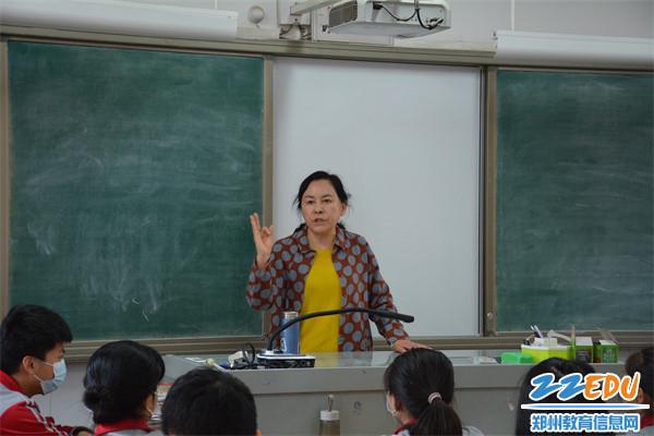 5于红莲校长关注学生心理,注重心态调整
