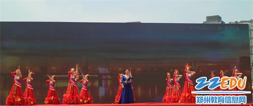 《【摩臣登录注册】让职业教育多一些温度,郑州艺术幼儿师范学校职教活动周上展风采》