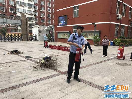 辖区派出所杨亚辉警官进行理论指导