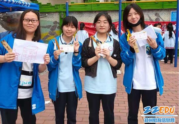 学生凭入场券集齐的印章兑换的活动定制书签