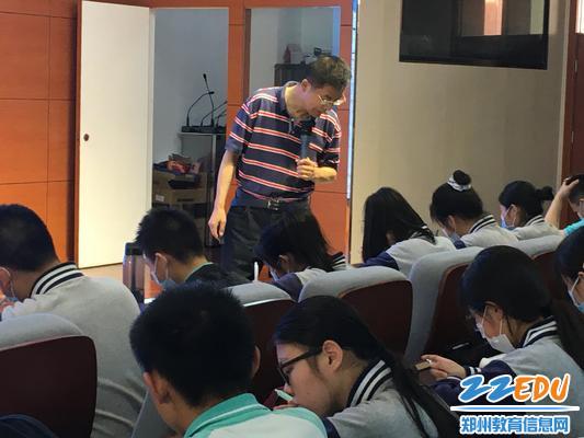 3叶晓军老师深入指导同学们笔记