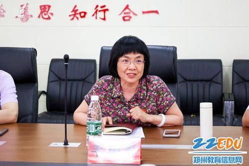 (1)校长韦艳春对学校普职融通办学模式的发展历程做详细介绍