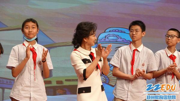 豫剧名家王红丽与同学们互动