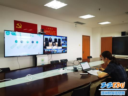 郑州外国语中学周娟老师做开题报告案例展示