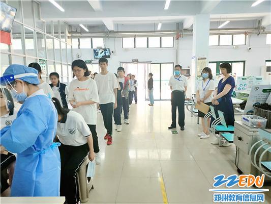 8.组织师生核酸检测,为顺利返疆撑起安全保护伞